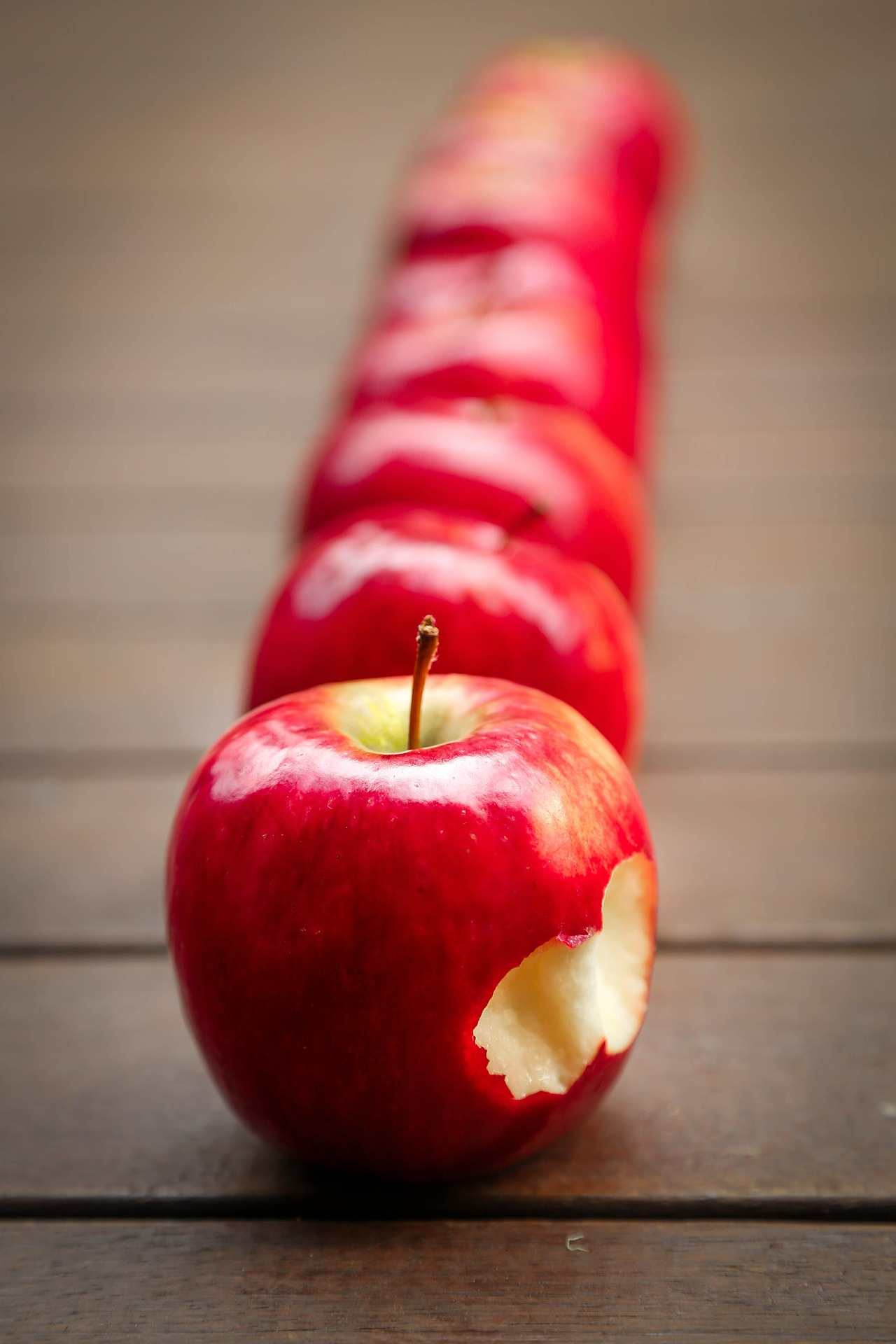 apples-Image by Tracy Lundgren from Pixabay
